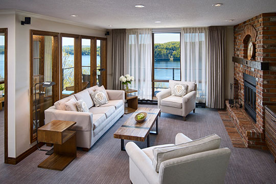 PHOTO-GALLERY-large-condo-livingroom-lakeview